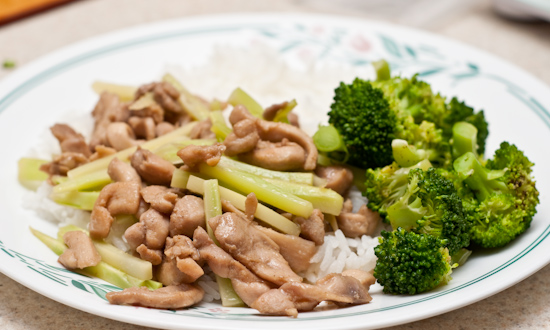 Stir-fried chicken with broccoli