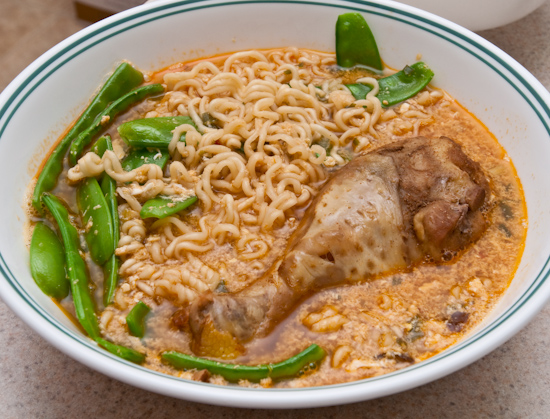 Instant Noodles (Nong Shim Shin Ramyun) with chicken and snow peas